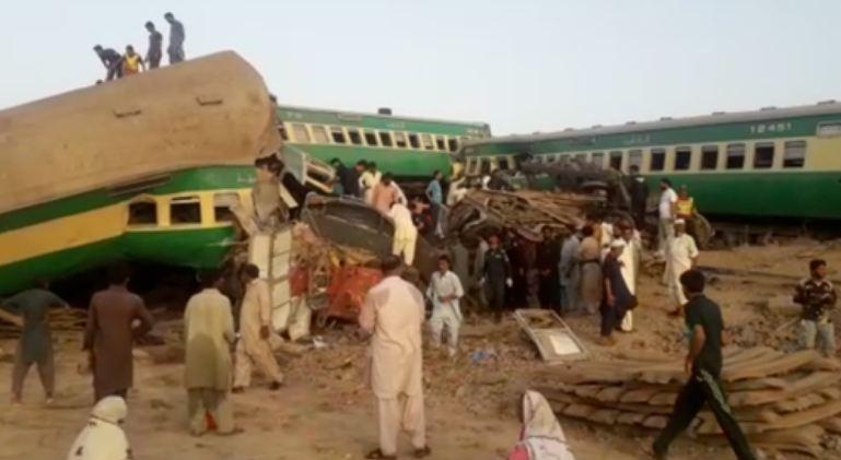 16 killed, 84 injured in Pakistan train collision