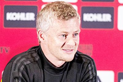 Solskjaer dismisses Pogba speculation as 'agents talking'