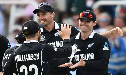 New Zealand pacemen strike in World Cup final against England
