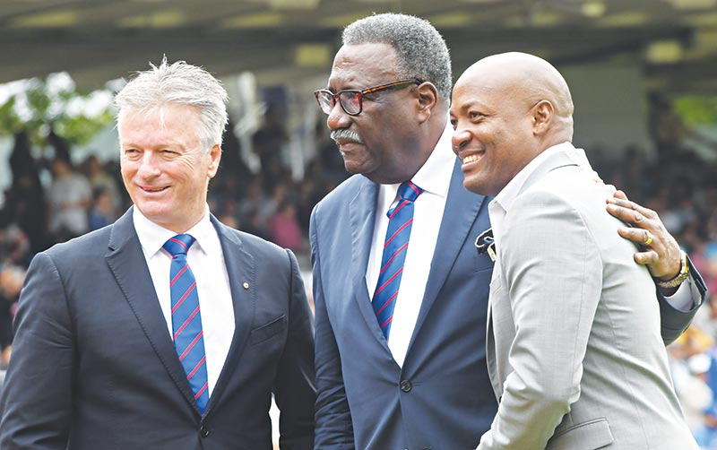 Former Australian cricketer Steve Waugh(L) poses with former West Indies cricketers Clive Lloyd (C) and Brian Lara (R) ahead of the start of the 2019 Cricket World Cup final between England and New Zealand at Lord's Cricket Ground in London on July 14, 2019.photo: AFP