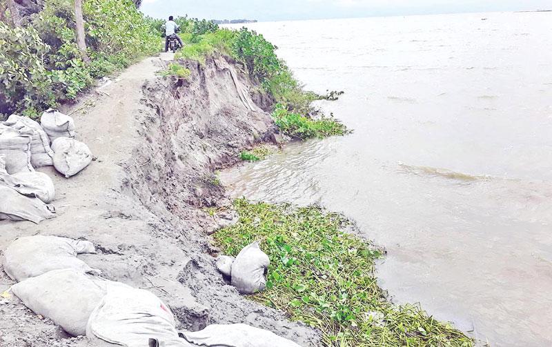 350m dyke goes under water at Charramani