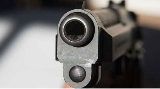 'Drug dealer' drowns during 'gunfight'
