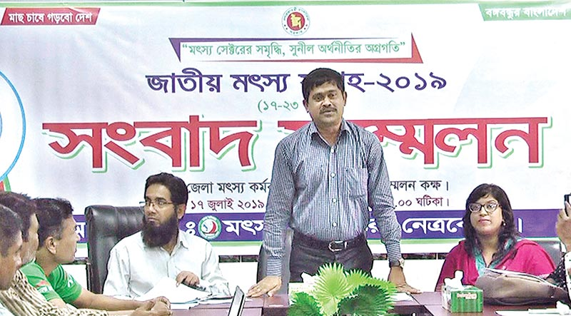 Dhamoirhat Upazila Fisheries Officer Agriculturist Md Abdul Hannan briefing journalists on Wednesday. photos: Observer