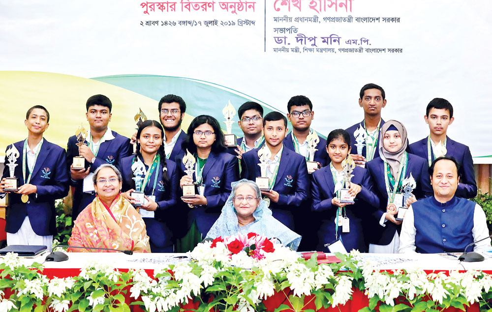 Prime Minister Sheikh Hasina poses for a photograph after handing over awards to 12 meritorious students selected at the national level through Creative Merit Searching Competition-2019 at Ganobhaban on Wednesday.	Photo: BSS