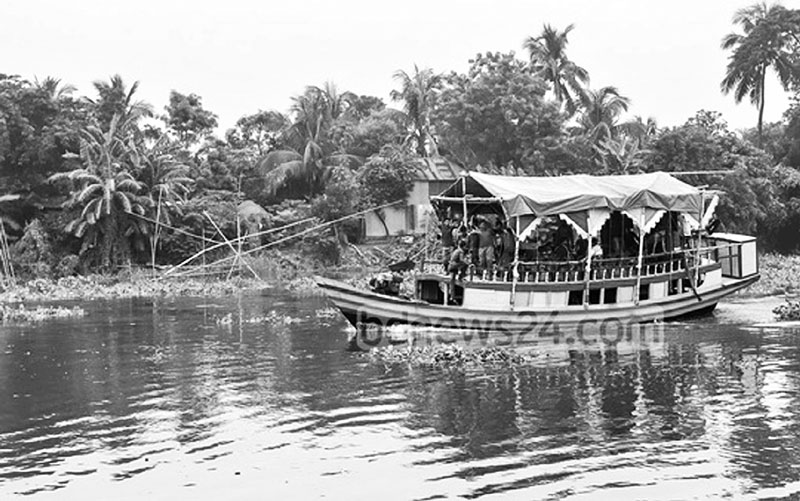 Boat rides on the Balu River have become a popular attraction
