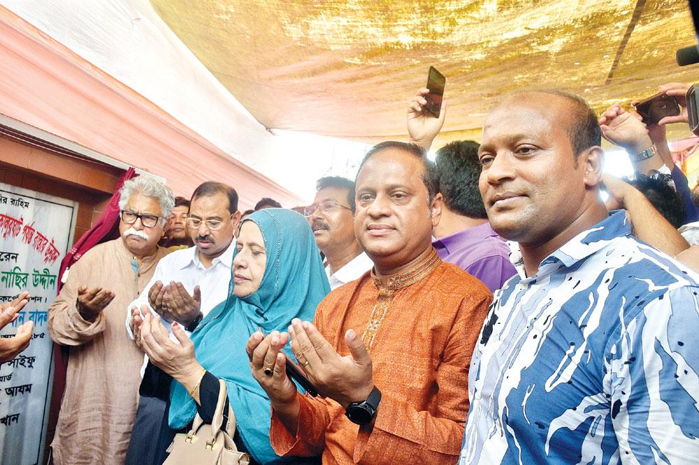 Chittagong City Corporation Mayor AJM Nasir Uddin on Wednesday inaugurated much-awaited Arakan road's development work at Arakan road near Usmania Glass factory circle in the port city.photo: observer