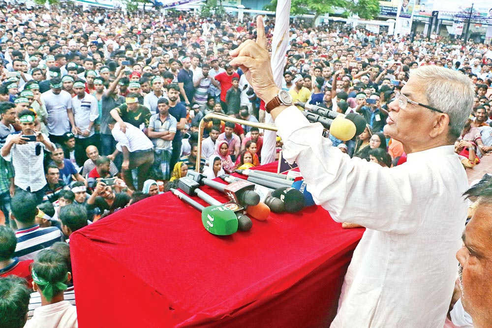 BNP Secretary General Mirza Fakhrul Islam Alamgir addressing  a public rally at Shaheed Hadis Park in Khulna city on Thursday demanding release of party chairperson Khaleda Zia from jail. Story on page 8.	photo : Observer