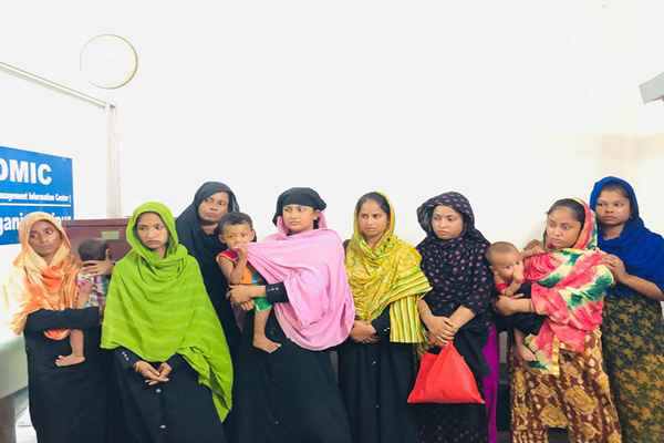 Suspected 8 child lifters handed over to police