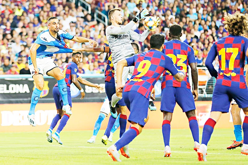 Neto #13 of FC Barcelona makes a save on a corner kick against SSC Napoli during the first half of a pre-season friendly match at Hard Rock Stadium on August 07, 2019 in Miami, Florida.	photo: AFP