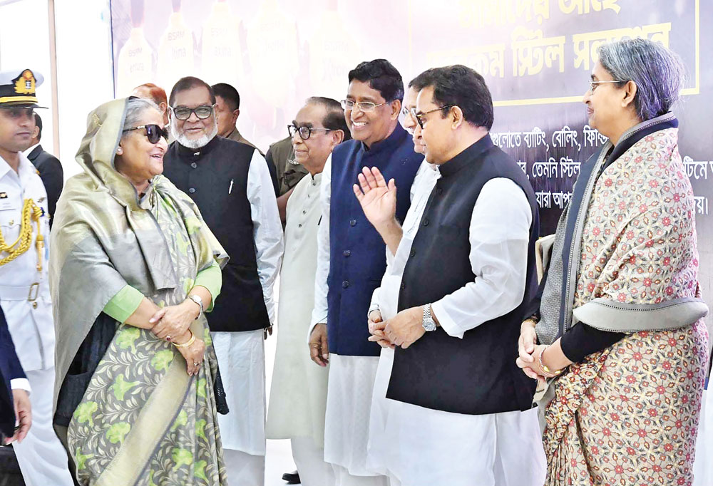 Ministers and Awami League leaders receiving Prime Minister Sheikh Hasina on her return home at Hazrat Shahjalal International Airport on Thursday after her treatment in London. photo: pid