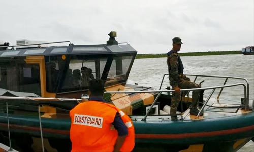 Water vessels halted on Shimulia ghat