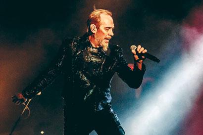 Former Bauhaus singer Peter Murphy suffers heart attack