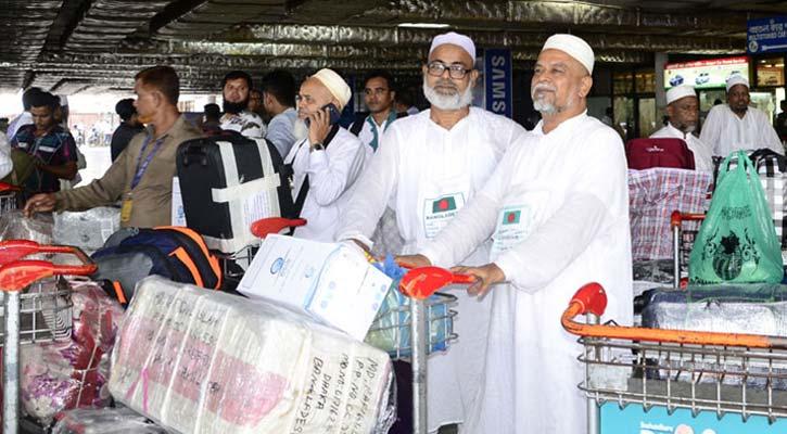 First return Hajj flight arrives at Dhaka airport