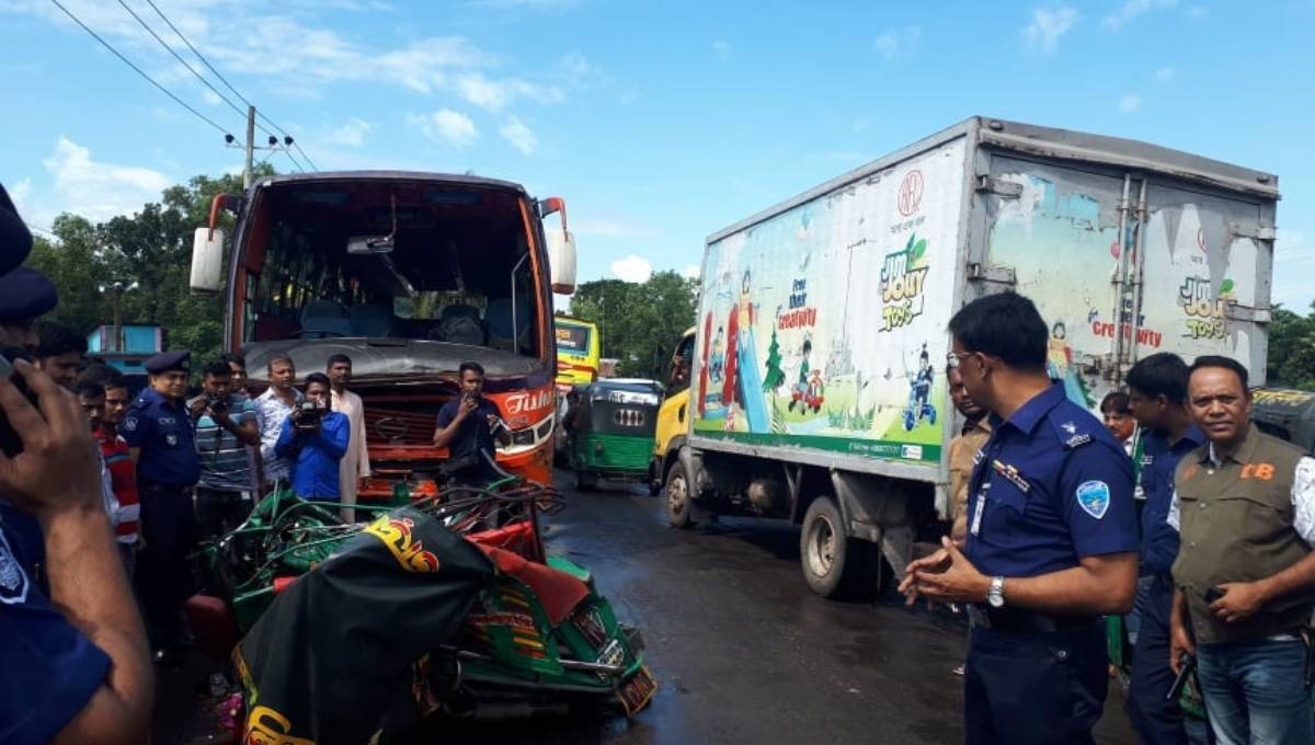 6 family members among 8 killed in Cumilla road crash