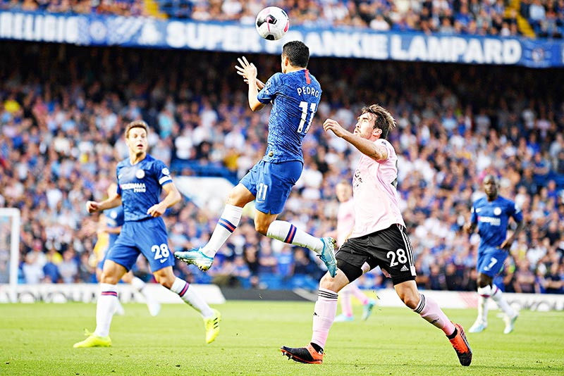 Leicester City's Austrian defender Christian Fuchs (R) vies with Chelsea's Spanish midfielder Pedro (C) during  the English Premier League football match between Chelsea and Leicester City at Stamford Bridge in London on August 18, 2019.photo: AFP