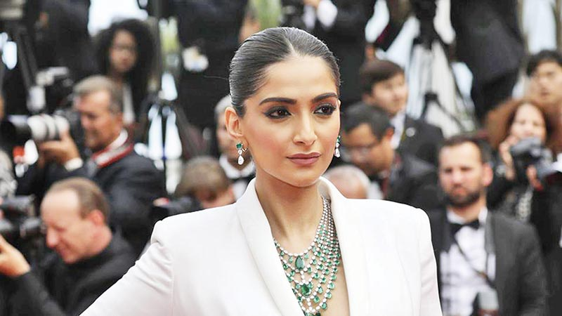 Sonam Kapoor replies to trolls after told to 'shift to Pakistan'