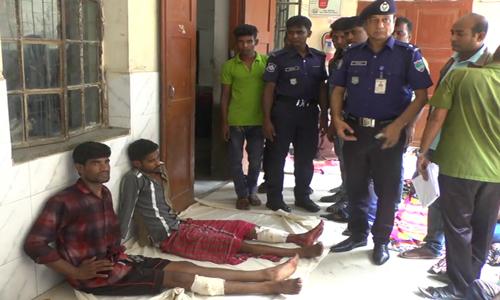 2 drug traders held with bullet injuries