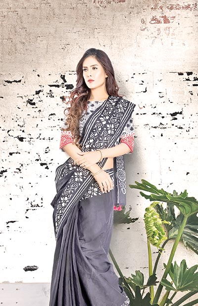 Be classy with saree