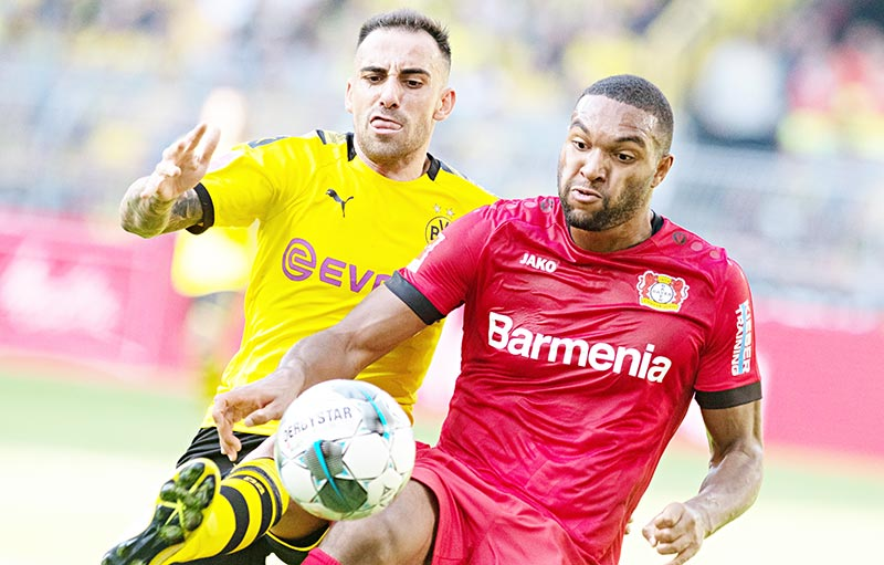 Dortmund's Spanish forward Paco Alcacer (L) and Leverkusen's German defender Jonathan Tah vie for the ball during the German first division Bundesliga football match BVB Borussia Dortmund v Bayer 04 Leverkusen in Dortmund, western Germany on September 14, 2019.	photo: AFP