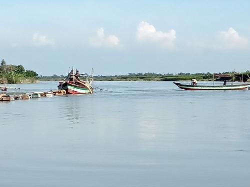 3 held, dredger seized for illegal sand lifting