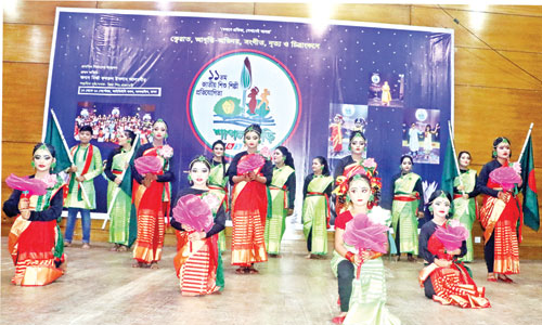 Children performing at the 11th national child artiste competition, 'Shapla Kuri-2019' organised by Zia Shishu Academy at the Institution of Diploma Engineers, Bangladesh in the capital on Tuesday.photo : Observer