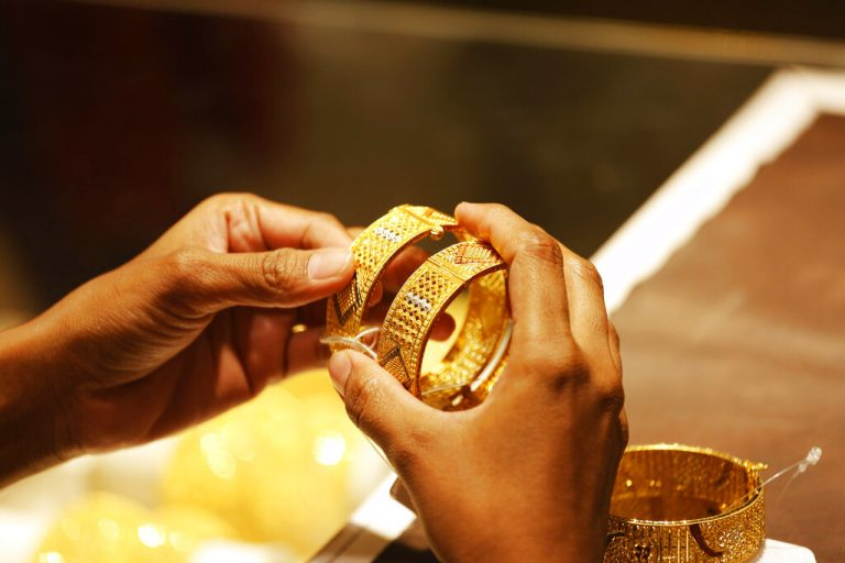 Gold futures settle higher for third straight session