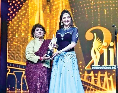 Madhuri Dixit pays tribute to choreographer Saroj Khan at IIFA 2019