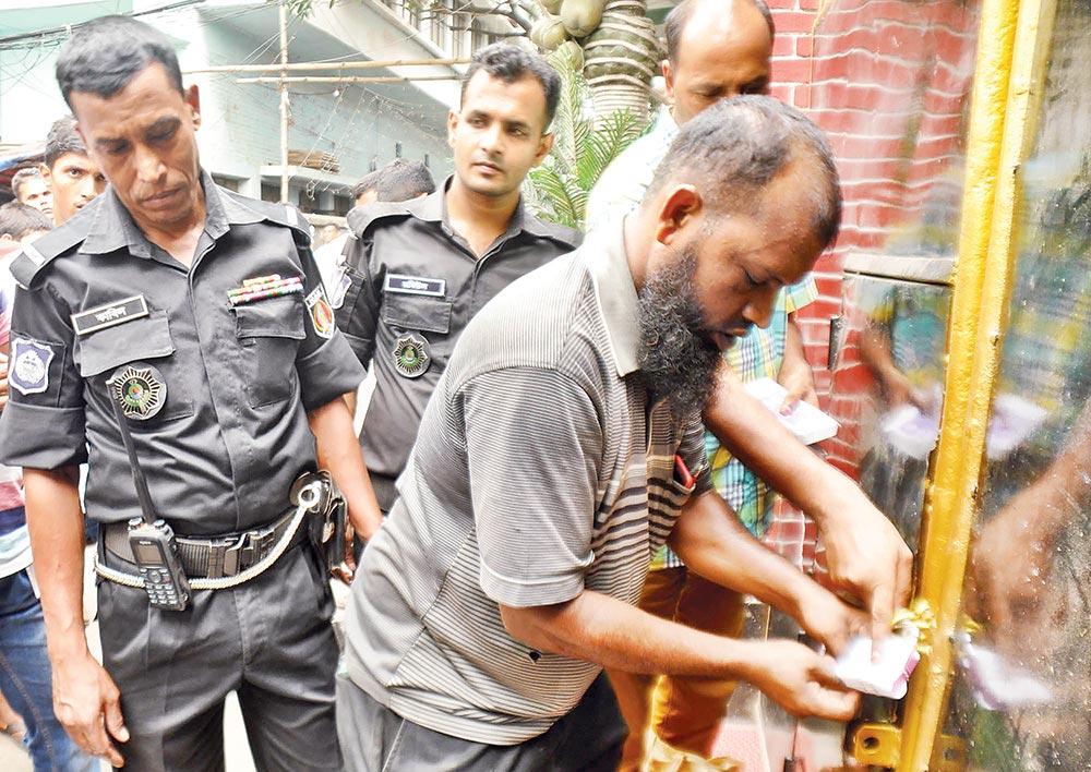 the elite force sealing off Dhaka Wanderers Club following a raid on Thursday.photos : Observer