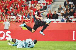 Dolberg claims first goal as Nice move level with PSG