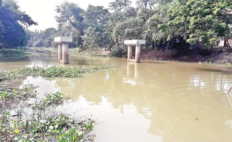 Bridge construction stopped for three years at Raninagar