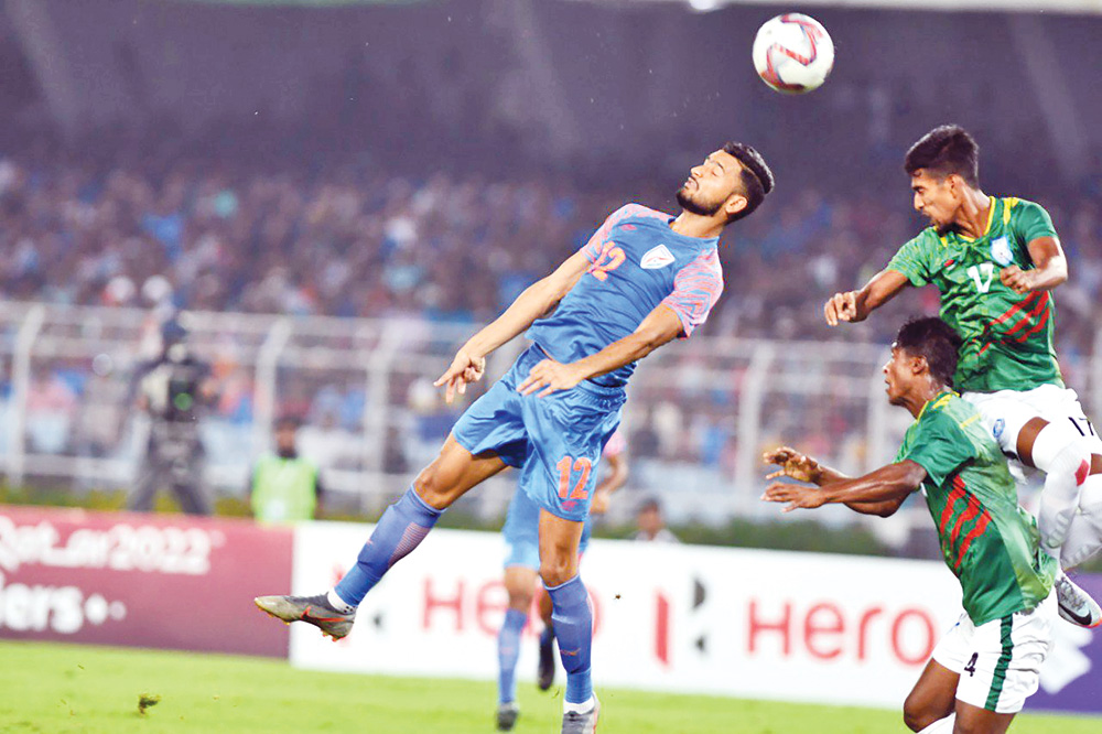 Riyadul Hasan of Bangladesh taking a head to save the post during the Preliminary Joint Qualification Round-2 for FIFA World Cup 2022 and AFC Asian Cup 2023 against India at the Vivekananda Yuba Bharati Krirangan Stadium at Salt Lake, Kolkata in India on Tuesday. 	photo: India football