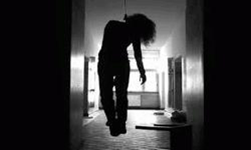 Housewife found hanging in Kurigram