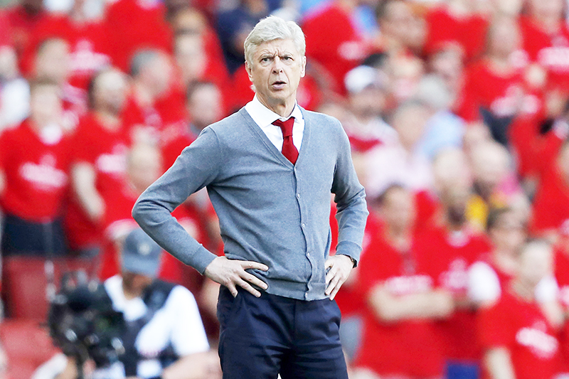 (FILES) This file photo taken on May 6, 2018 shows then Arsenal's French manager Arsene Wenger during the English Premier League football match between Arsenal and Burnley at the Emirates Stadium in London. Arsene Wenger has not ruled himself out of the running for the vacant head coach role at Bayern Munich.	photo: AFP