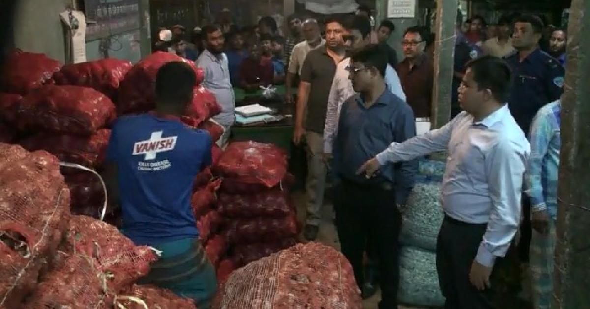 42 sacks of onion seized in Laxmipur