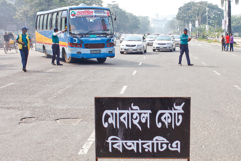 BRTA formally started enforcing the Road Transport Act 2018 across the country to ensure safety and discipline on the roads on Monday. Mobile courts in the capital fined around Tk 1.22 lakh for violating traffic rules on the day. The photo was taken from Manik Miah Avenue.	PHOTO: OBSERVER