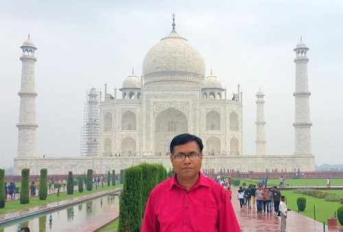 The Taj Mahal is an ivory-white marble Islamic mausoleum on the south bank of the Yamuna river in the Indian city of Agra