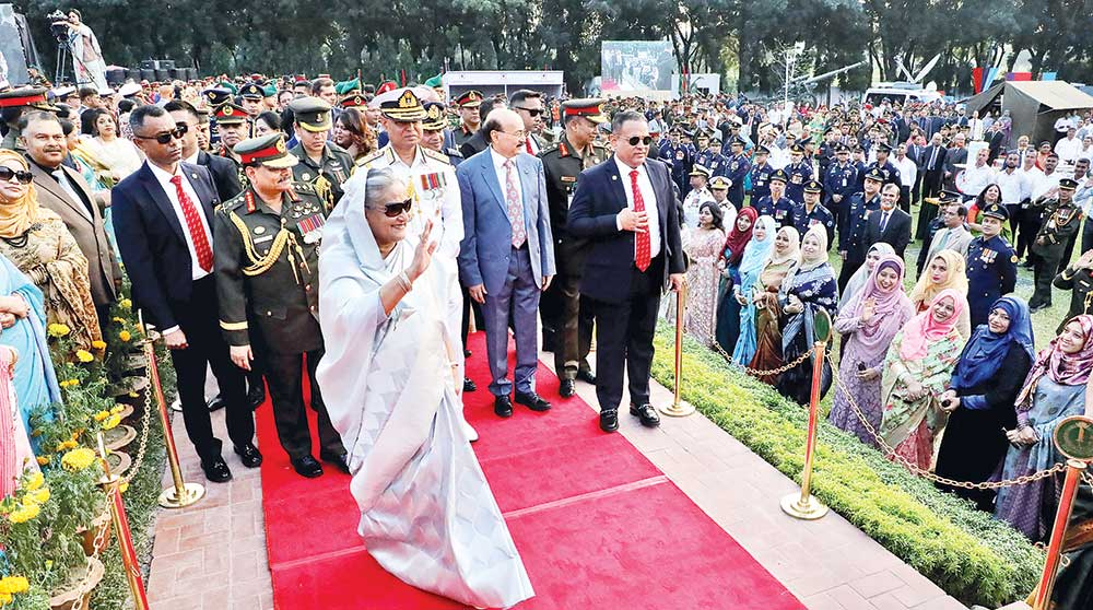 Prime Minister Sheikh Hasina waving at the guests during a reception accorded to her at Senakunja of Dhaka Cantonment marking the Bangladesh Armed Forces Day on Thursday.	photo : pid