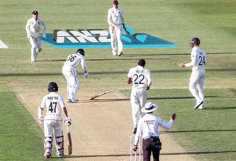 New Zealand�s Henry Nicholls drops his bat after being hit by a delivery from England�s Jofra Archer during the second day of the first cricket Test between England and New Zealand at Bay Oval in Mount Maunganui on November 22, 2019.photo: AFP