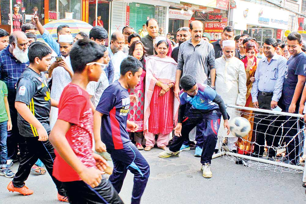 Dhaka North City Corporation Mayor Md Atiqul Islam inaugurates a car-free road programme in the capital's Uttara area on Friday. After the inauguration, children, guardians participate in various games.	photo: observer