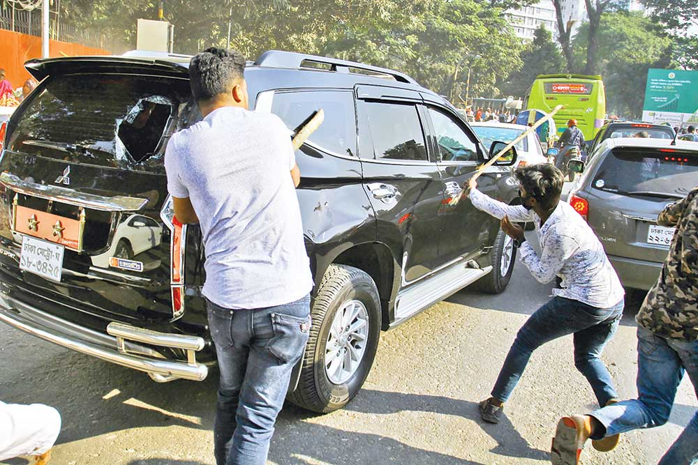 Activists of Jatiyatabadi Muktijoddha Dal vandalise a number of cars in front of the Supreme Court in the capital on Tuesday following a clash with police.photo: Observer