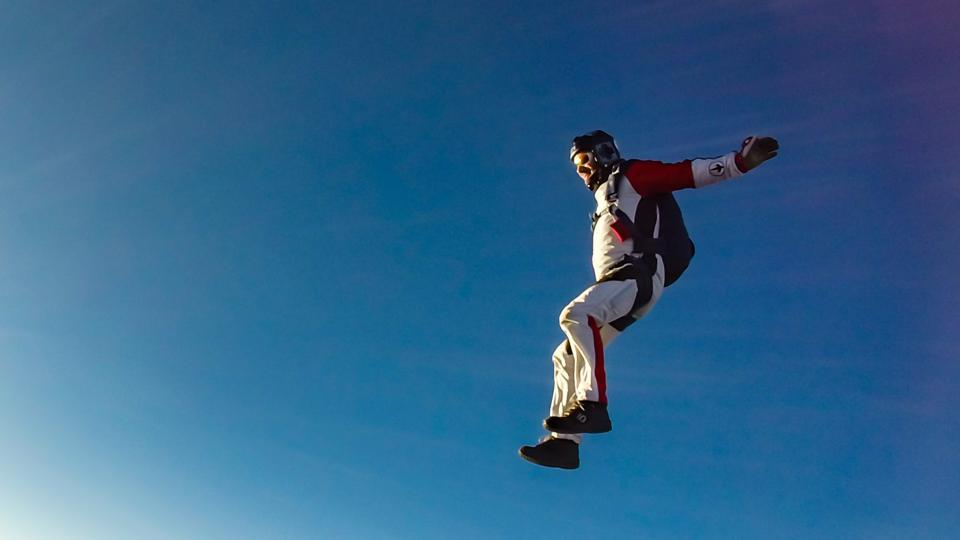 Groom skydives into his wedding