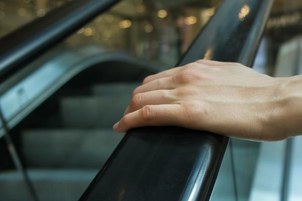 Woman arrested for not holding escalator handrail