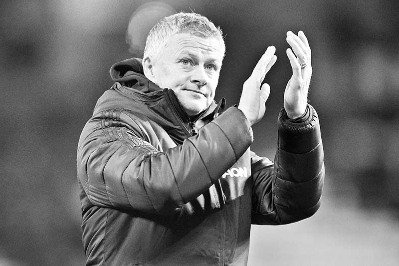 Manchester United's Norwegian manager Ole Gunnar Solskjaer applauds supporters as he leaves after the English Premier League football match between Manchester United and Aston Villa at Old Trafford in Manchester, north west England, on December 1, 2019. The game finished 2-2.photo: AFP