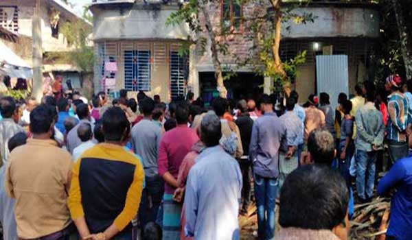 3 of a family found dead in Barishal house