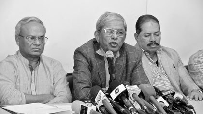 BNP Secretary General Mirza Fakhrul Islam Alamgir speaking at a press conference at the party's Nayapaltan central office in the capital on Saturday after a joint meeting of BNP and its associate bodies. photo: observer