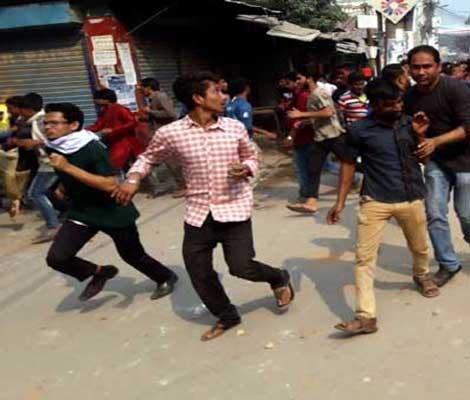 40 hurt in AL-BNP clash in Sirajganj