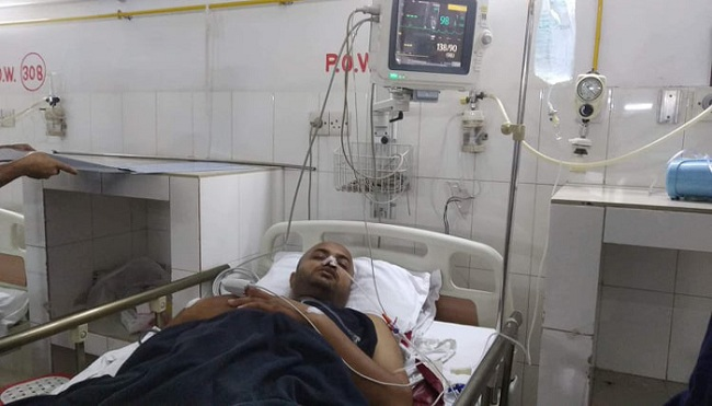 Bullet-injured Riaz. --Collected Photo