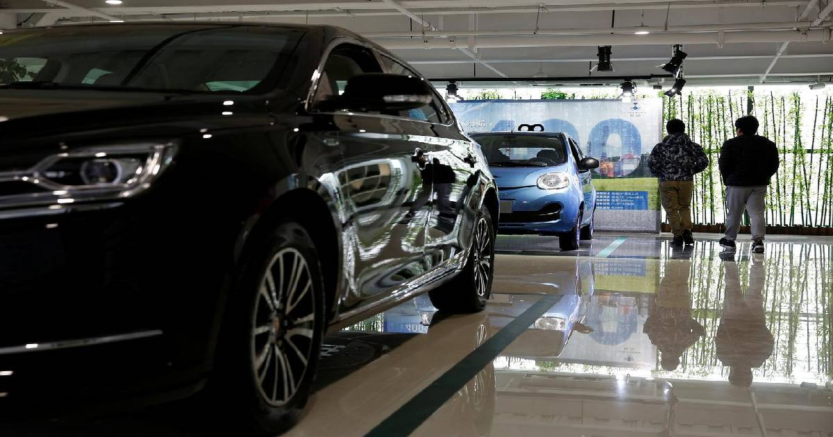 China's auto sales sink 5.4% in November