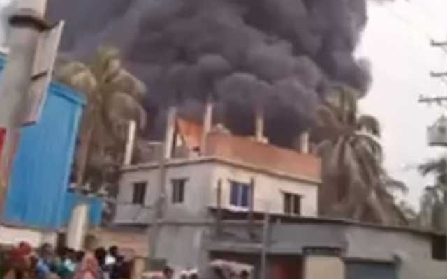 Keraniganj plastic factory catches fire