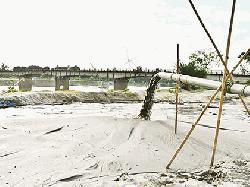 Illegal sand lifting from Atrai threatens bridge, dyke in Dinajpur